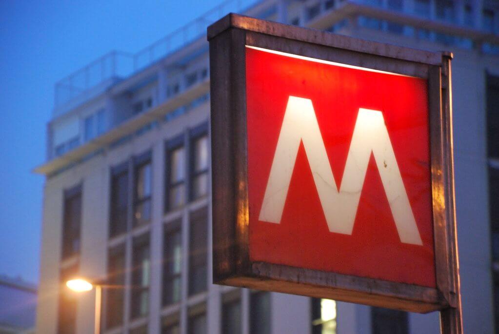 simbolo metropolitana milano